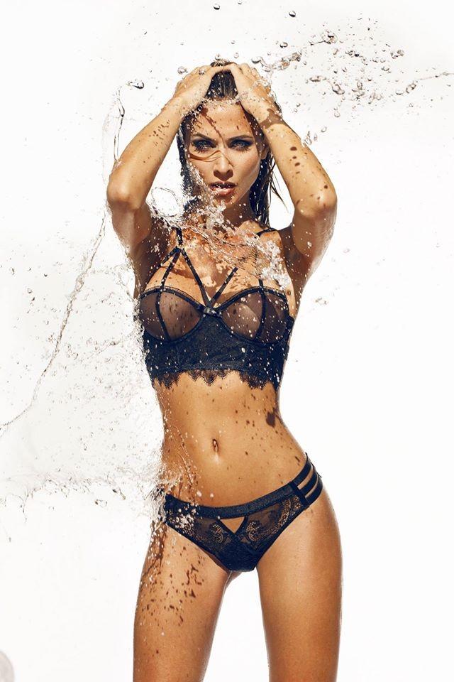 Fotograf: Hellen Pass Model: Ann-Kathrin Vida H&M: Fauve Lex